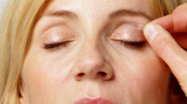 eyelid lifting strips